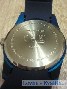 pohled na spodní stranu hodinek Auriol