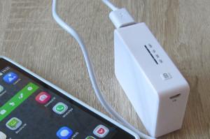 powerbanka SilverCrest nabíjí smartphone