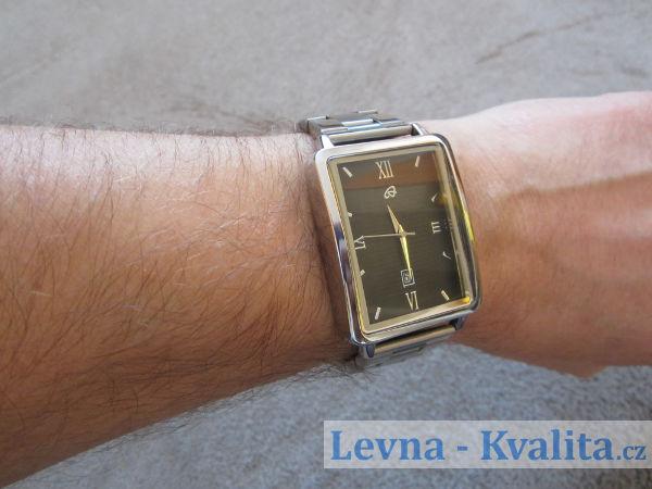 hodinky auriol s kovovým řemínkem na ruce