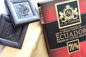 čtverečky a obal hořké čokolády J. D. Groos z Lidlu
