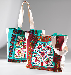 dvě textilní plátěné tašky