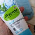modro-bílý obal pleťového gelu Alverde