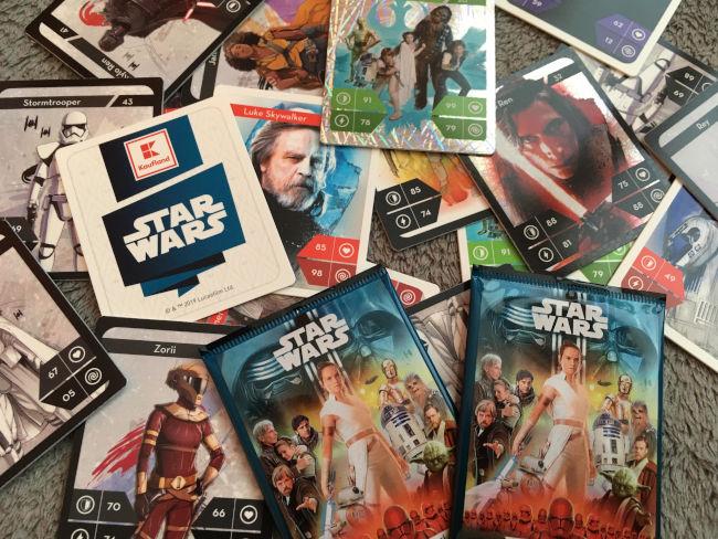 Různé druhy kartiček Star Wars na výměnu