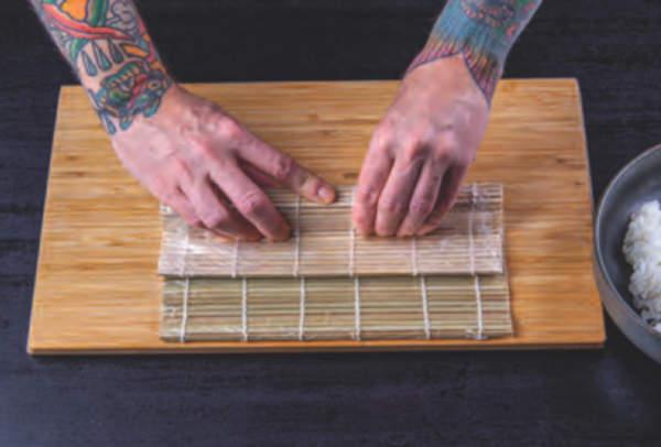 postup rolování sushi položky